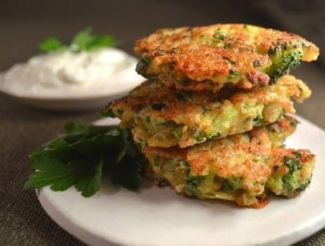 Brokkolis cukkini pogácsák